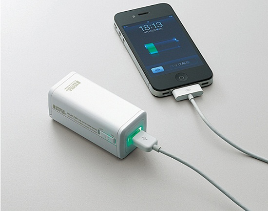 elecom DE A01D 1908 iphone battery charger Elecom Battery Charger adds juice to your phone with 4 AAs