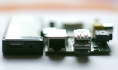 Raspberry Pi vs Android 4.0 Thumb PC : disappointing Pi is sadly not ready for prime time TV