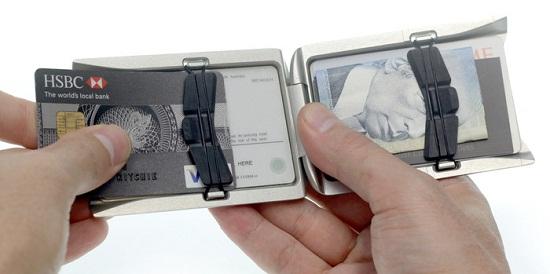 Obtanium Wallet is sleek and simple