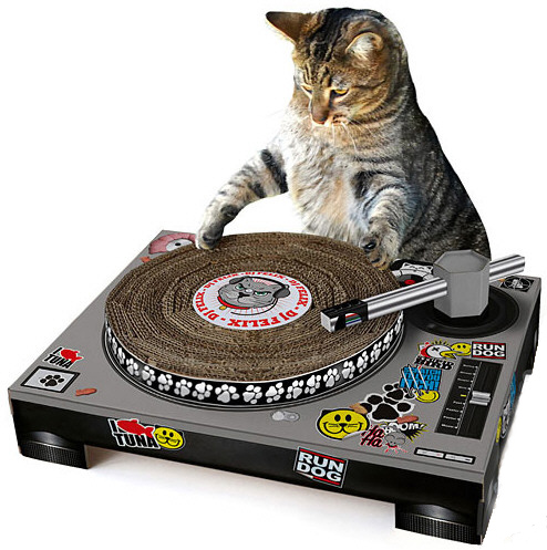 Cat Scratch DJ – give your cat the gift that keeps on spinning
