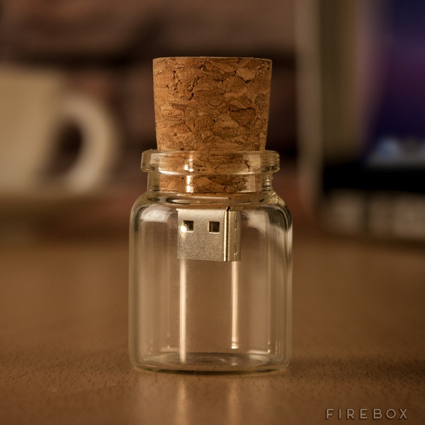 If you've got something to say, leave it in the Message In A Bottle USB Flash Drive