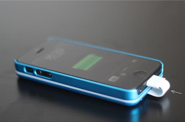 Case-Sticky-On Removeable External Battery for iPhone 5 – say goodbye to the bulk