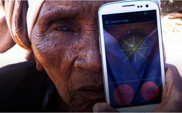 PEEK – the portable eye examination kit
