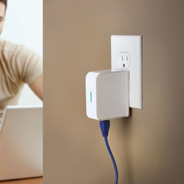 Portable WiFi Signal Booster – no more signal drops at the airport