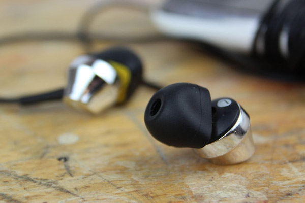 How to make a neat and easy custom-fit earbud