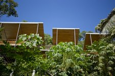 casaflotantaincostarica2 Casa Flotanta makes hillside living like floating on air