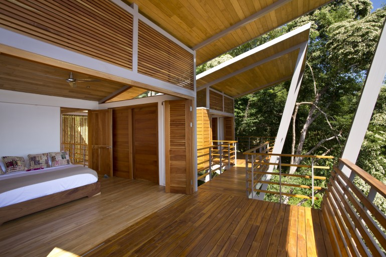 casaflotantaincostarica3 Casa Flotanta makes hillside living like floating on air