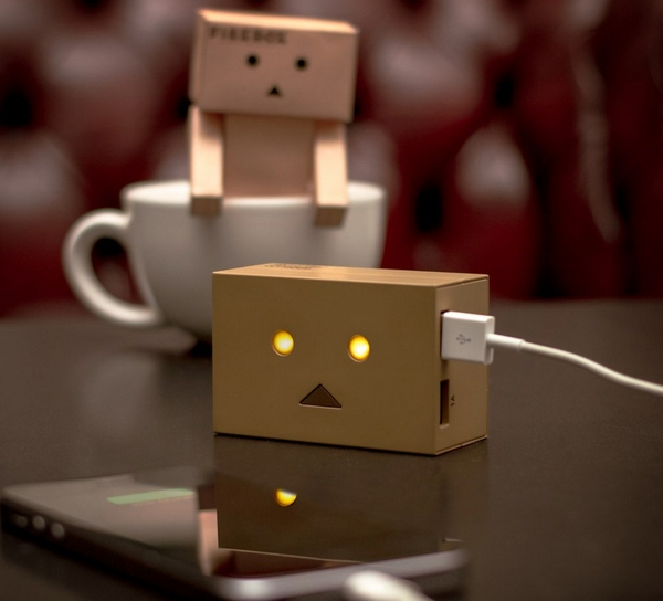 Robot Head Phone Charger – fake cardboard head, light up eyes, 6000mAh? What's not to love?