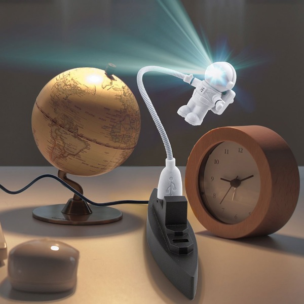 Kikkerland USB Spaceman Light Kirkkerland USB Spaceman Light – a little buddy to hold back the darkness