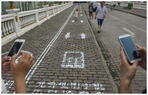 New Chinese Texting Lane is for people who can't stop looking at their phones [Weird]