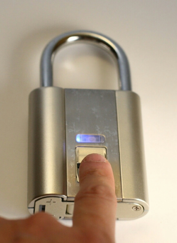 iFingerLock Fingerprint Biometric Padlock – don't worry about losing your keys because your fingers are the keys