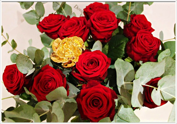 Goldgenie Dozen Roses With 24K Gold Rose – what do you give the person with everything? Bling…!