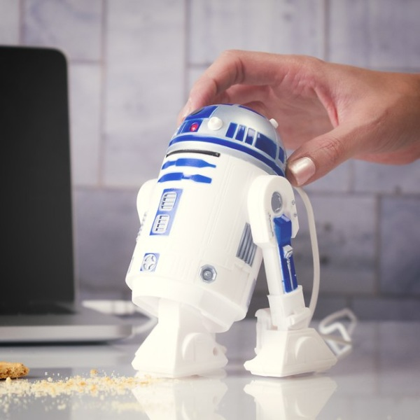 R2D2 Desk Vac – is there nothing this bot can't do?