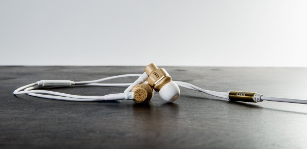 Avalon Bamboo Wood Noise Isolating Earbuds – real wood earbuds for real sound