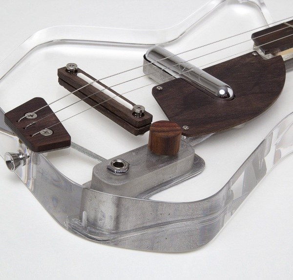 Electric Loog – learn to play guitar with this three string instrument