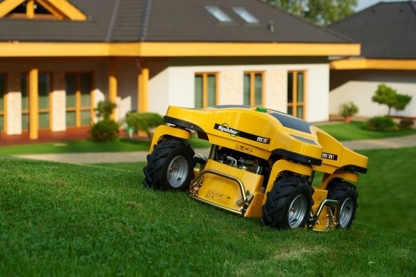 Spider MINI – mow your lawn with this remote-controlled wonder