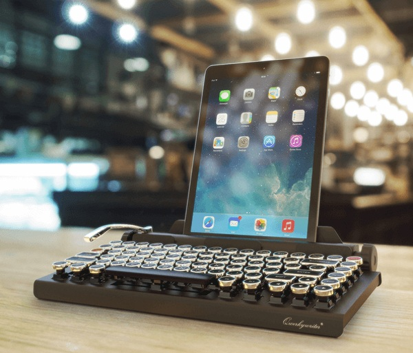 Qwerkywriter – the vintage keyboard for your tablet needs