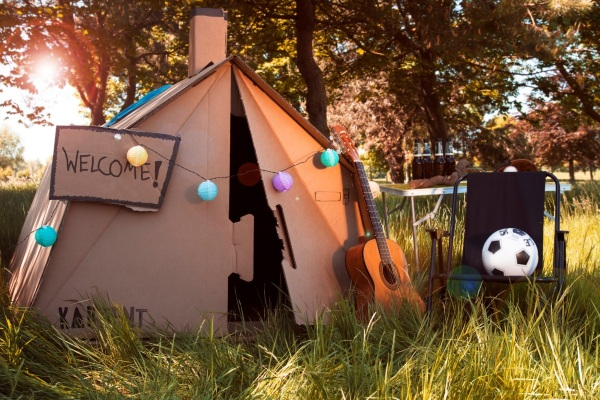 KarTent – check out this cardboard tent setup