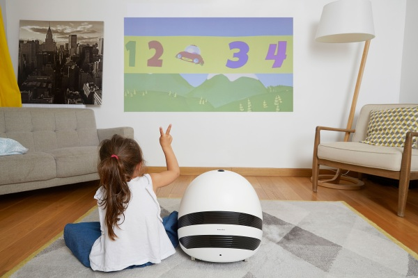 Keecker – this robot is made for partying