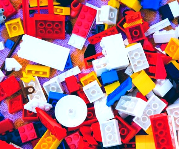 LEGO Replay – donate old LEGOs, ship them for free