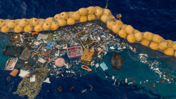 Ocean Cleanup Garbage Collector Works – after many failed starts, the device finally cleans