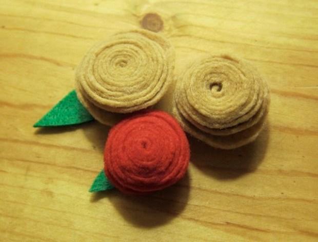 Felt Rosettes vs. Hot Glue Phobia | Red-Handled Scissors