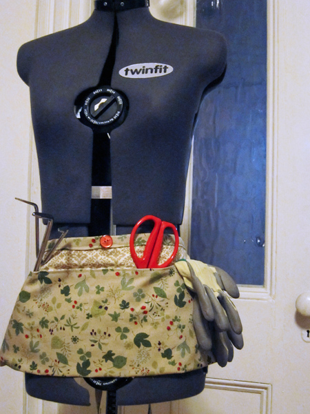 Mother's Day Gifts: Garden Aprons | Red-Handled Scissors