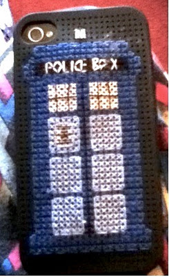 Friday Internet Crushes: Ms. Stitcher Stitched a TARDIS!   Red-Handled Scissors