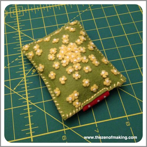 Sunday Snapshot: Tiny Felt Flowers | Red-Handled Scissors