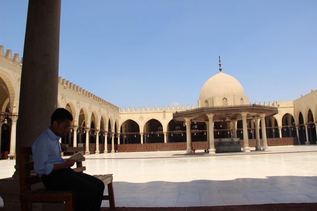 Membaca Al Qur'an di Masjid Amr Ibn Al As