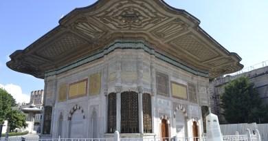 Tempat wisata di Istanbul yaitu Topkapi Palace