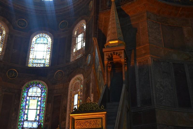 tempat khatib memberikan khutbah di hagia sophia