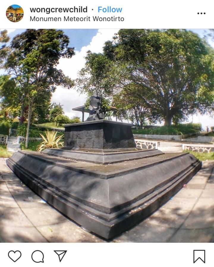 Monumen Meteorit Temanggung