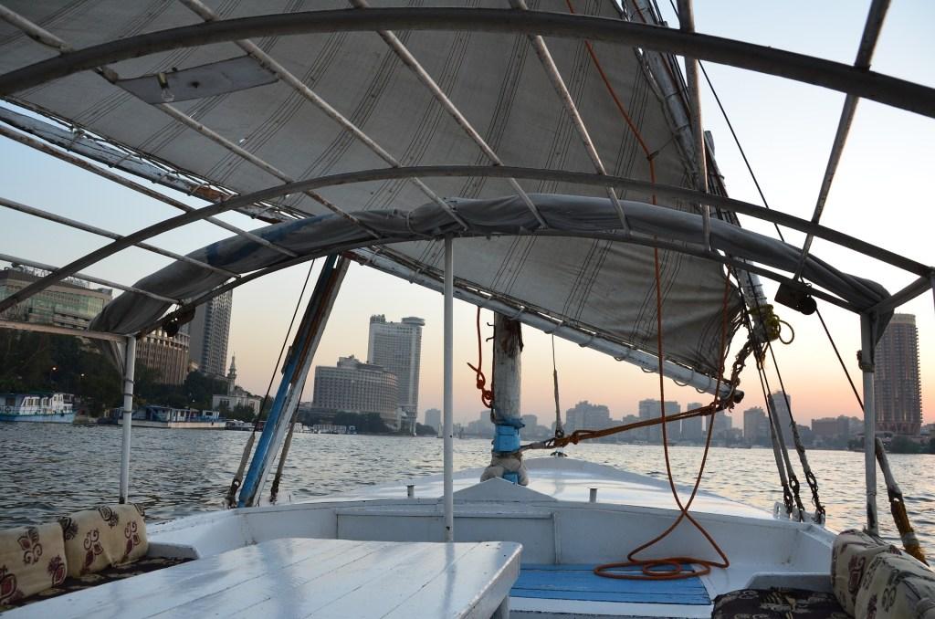 Naik perahu keliling kota Cairo
