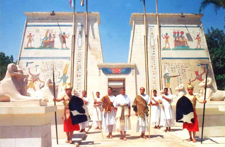 Pharaonic Village adalah tempat untuk melihat bagaimana cara orang Mesir Kuno hidup