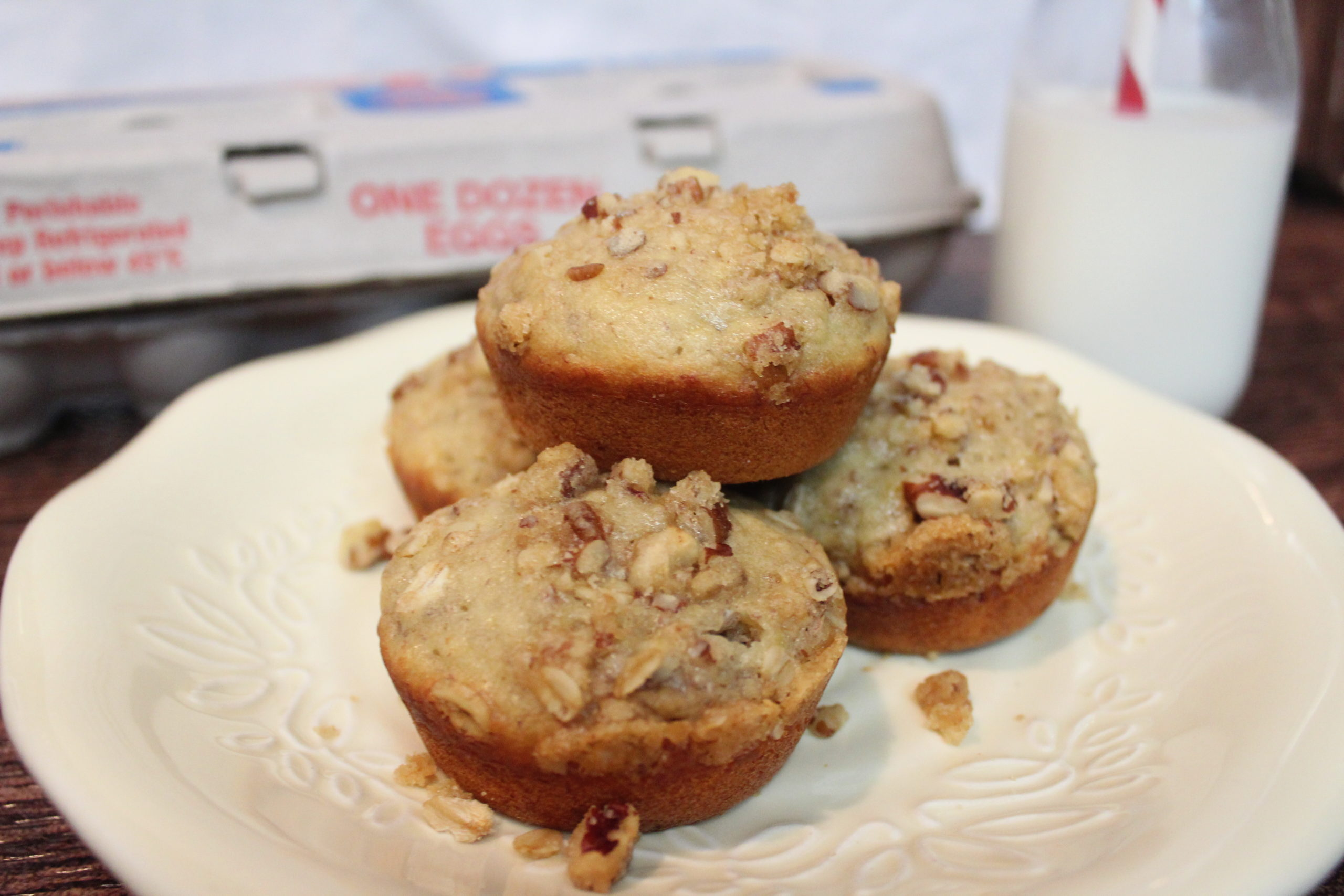 Easy Banana Bread Muffins With Pecan Crunch Topping