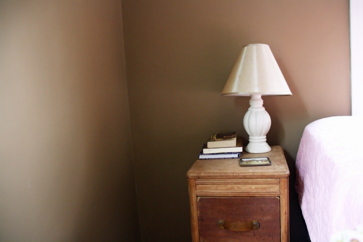 Vintage nightstand |redleafstyle.com