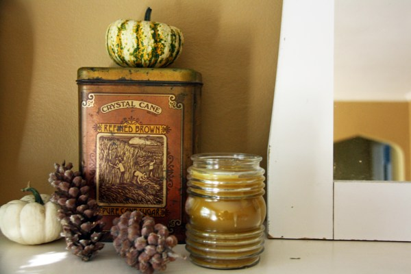 My Fireplace Mantle For Fall | redleafstyle.com