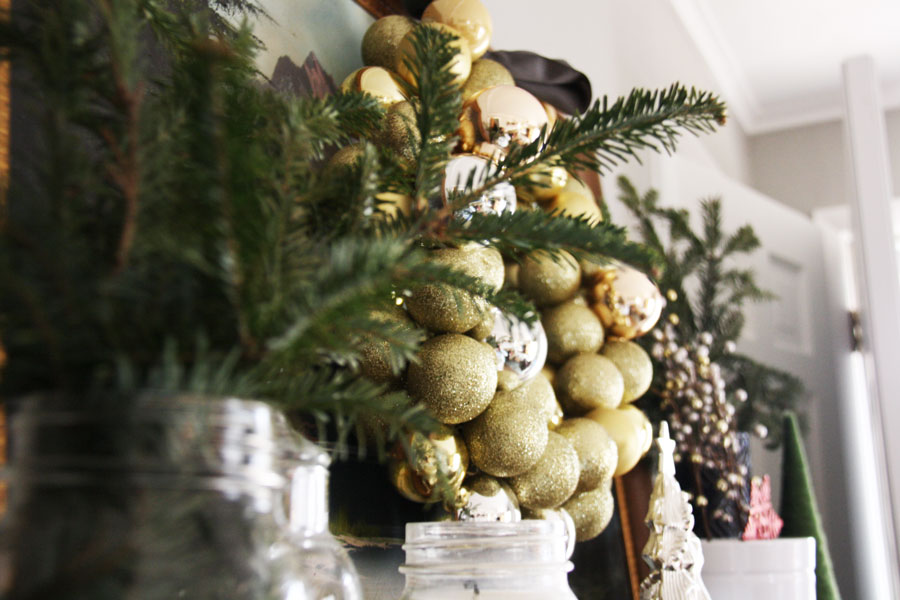 trimming_wreath