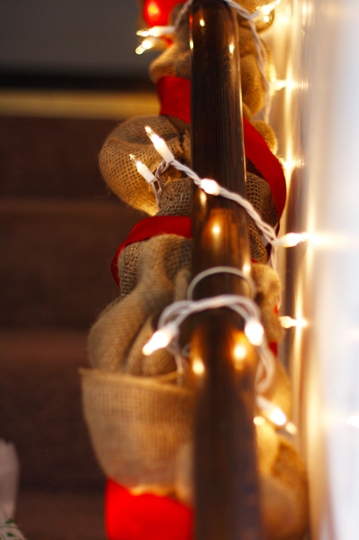 DIY Holiday Burlap Garland | redleafstyle.com