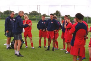 Classic Shot: Van Persie and new faces welcomed at Arsenal training