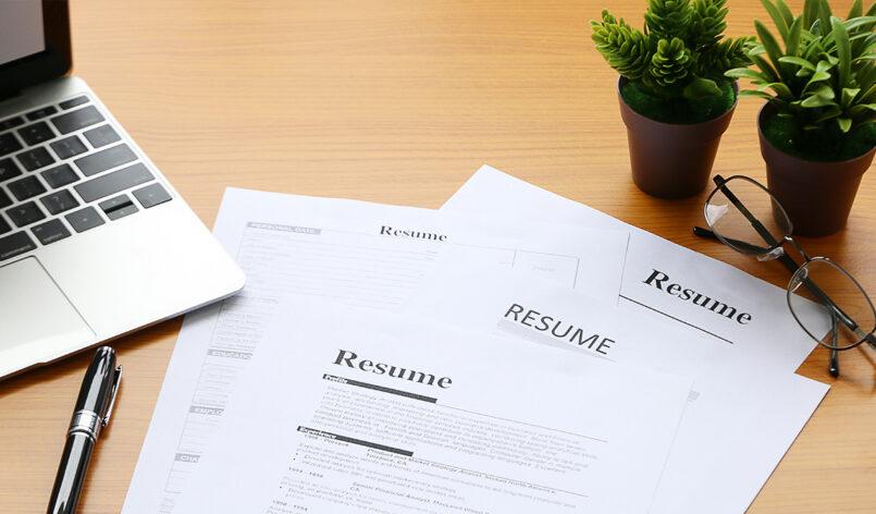 resume-on-desk