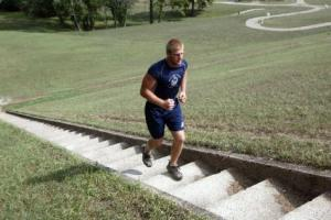 Crazy man running UP the Germantown Dam Steps!