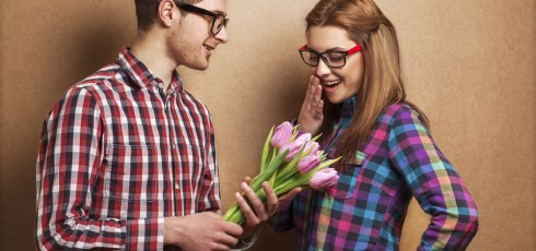 Men Are Attracted To Nice Girls, While Women Prefer Guys Who Play Hard To Get