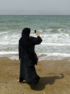 Niqab Mer Morte Jordanie (Ji-Elle, 2016). De licentie van dit bestand is verleend onder de Creative Commons Attribution-Share Alike 4.0 International licentie.