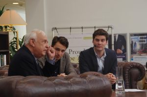 Lord Robert Skidelsky, Elias Asselbergs en Chris van der Wilk. Foto: Room for Discussion