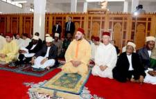 King Mohammed prays in a mosque in Zanzibar