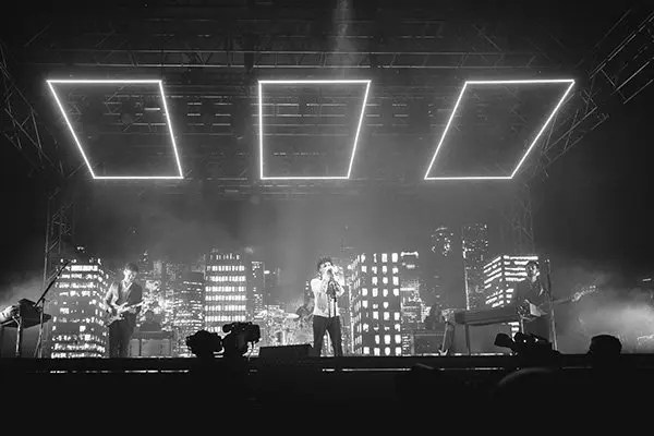 http://hollywoodlife.com/2016/09/19/the-1975-apple-music-festival-live-stream-watch-performance-video/