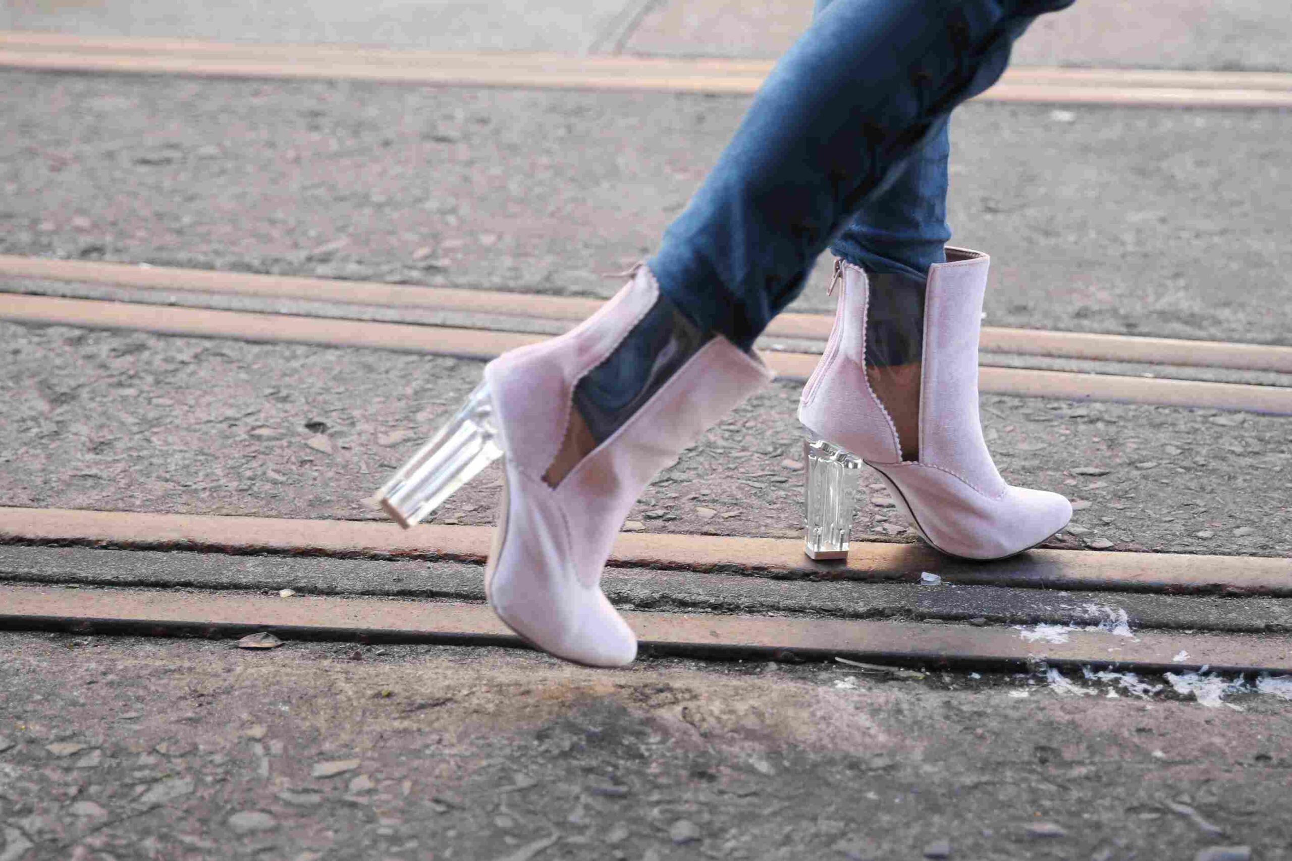Which Shoes To Wear With Skinny Jeans? Trend Guide For Autumn