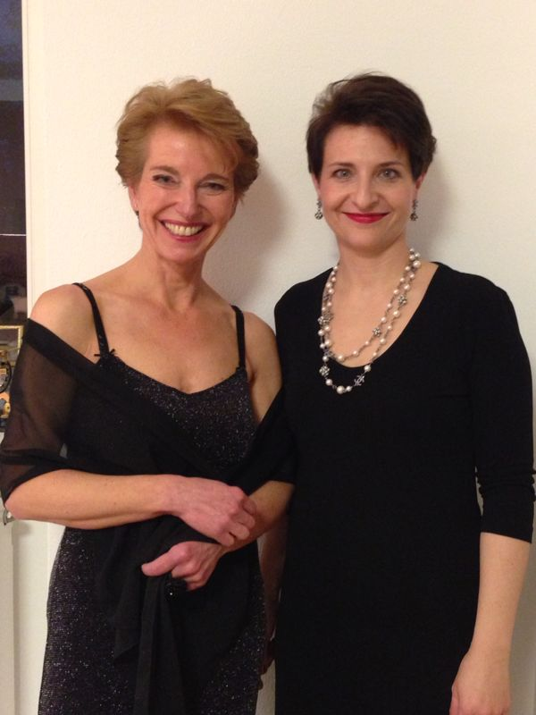 Dabei auf dem roten Teppich: Susanne Stoll (links), Chefredakteurin INSIDE beauty, und Franka Hänig, Geschäftsführerin redspa media GmbH.